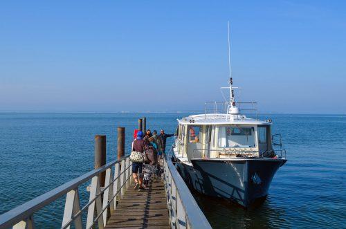 Embarquement d'un bateau à la jetée d'Andernos pour aller jusqu'à Arcachon