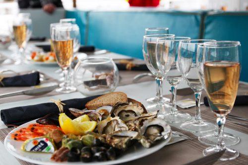 Menu de la mer sur la croisière repas de l'UBA