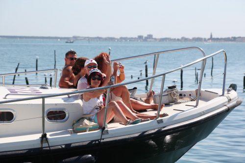Des passagers à bord l'une de nos navettes, direction la Dune du Pilat