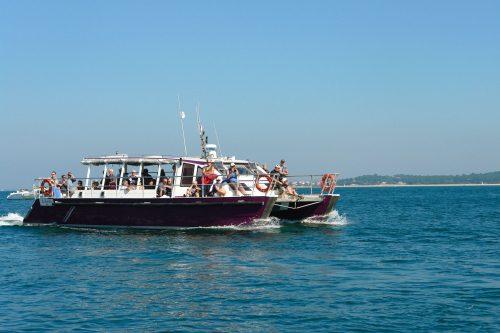 Un bateau de l'UBA lors de la Littorale, de l'Île aux Portes de l'Océan