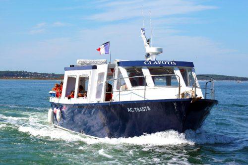Le bateau de l'UBA, le Clapotis lors d'une balade scolaire