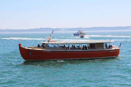 Greenboat prêt à accoster à la jetée Bélisaire