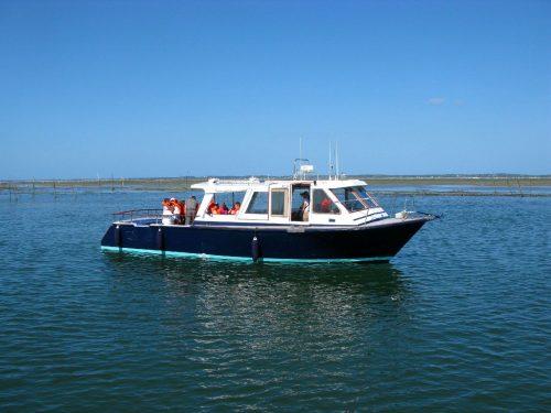 Un bateau de l'UBA lors du circuit Marin d'un jour : ostréiculteur